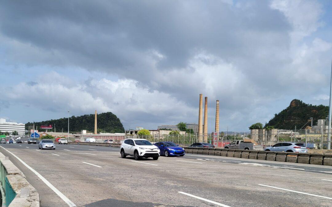 Trabajos de rehabilitación en puente frente a la cárcel federal en Guaynabo